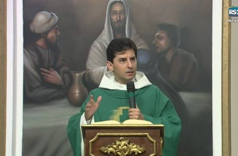 Padre Rafael Fornasier celebrou missa na TV Século 21